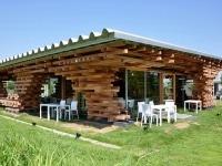 : Kengo Kuma sceglie il legno locale non trattato per il Cafe Kureon -   Facilmente smontabile e trasportabile, e' un punto di ristoro che nella costruzione ricorda il Jenga, celebre gioco di abilita' ed equilibrio con i mattoncini di legno
