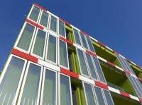 : Arup inaugura l'edificio alimentato ad alghe -   Sorge ad Amburgo un progetto pilota di struttura dotata di fotobioreattori a microalghe in grado di produrre biomassa e calore in modo autosufficiente
