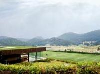 : Casa Toluca, il micro-ecosistema ai piedi della montagna -   Lo studio messicano Fr-Ee ha realizzato una residenza ricca di svaghi e progettata secondo un rispetto totale dei parametri della sostenibilita'