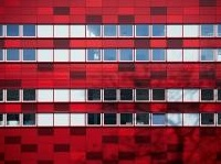 La facciata a celle rosse di un Blood Center in Polonia (Faab)