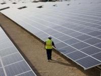 Impianti: Da base Nato a parco fotovoltaico - � situato nella vecchia area militare di San Fiorano (Lodi) il nuovo impianto da 6 megawatt e 25.000 pannelli solari