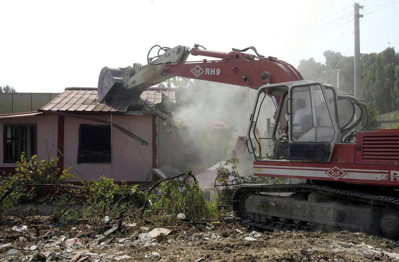 Sentenze: Condono edilizio, il requisito della conformita' urbanistica - Tar Campania Napoli, sezione VII, sentenza n. 5649 del 9 dicembre 2013