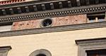 News: Le nuove  facciate di Palazzo Piccini raccontano il passato di  Poggibonsi a Siena - I lavori di costruzione hanno avuto  inizio nel 1885, commissionati all'arch. David Ferruzzi dalla facoltosa  famiglia Delle Case, all'epoca imprenditori nell'ambito del commercio del ferro  e nella costruzione di ferrovie.