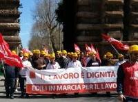 News: L'edilizia scende in piazza: mobilitazione nazionale il 31 maggio - Feneal Uil, Filca Cisl, Fillea Cgil chiedono un tavolo straordinario di crisi e interventi immediati per aprire piccoli e grandi cantieri