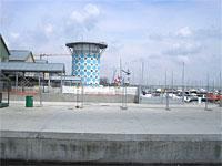 News: Nuovo insediamento portuale a Marina di Ravenna - Marinara, il porto turistico internazionale situato a 5 km da Ravenna, si avvia a diventare il principale approdo per la nautica da diporto del Mar Adriatico. L'insediamento � protetto da due dighe foranee.