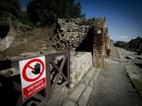 manutenzione: Pompei, dopo i nuovi crolli stanziati 2 milioni di euro -   Nella riunione straordinaria al Mibact sono state prese decisioni immediatamente operative, tra cui interventi di manutenzione ordinaria