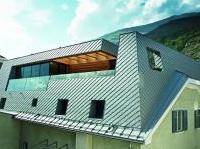 News: Una copertura 'a scaglie' per ristrutturare la palazzina storica - Giochi geometrici e volumetrici per un singolare intervento di ampliamento nella Val Venosta. La case history sulla tecnologia adottata per il rivestimento