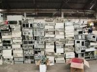varie: Raee, dal 12 aprile entra in vigore il nuovo decreto -   Importanti novita' introdotte con il recepimento della direttiva europea sui rifiuti elettronici ed elettrici: tra esse, l'introduzione del sistema 'uno contro zero'