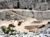 ambiente: Rapporto cave 2014: l'istantanea di Legambiente del territorio italiano -   Il dossier completo e l'ebook �L'Italia delle cave' sono stati presentati a Roma lo scorso 29 aprile. Sono 6mila le cave attive e 17mila quelle abbandonate