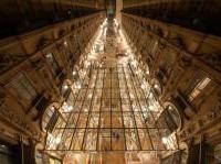 News: I primi risultati del restauro della Galleria Vittorio Emanuele II - Svelati circa 600 metri quadrati di superficie in pietra, intonaco e cemento decorativo che compongono le facciate