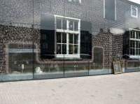 strutture: Vetro in edilizia, la 'fattoria' di Mvrdv -   La Glass Farm a Schijndel, nei Paesi Bassi, coniuga richiami alla tradizione architettonica locale con un uso innovativo del vetro per l'involucro