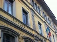 strutture: Edilizia scolastica, i dati Censis lanciano l'allarme -   Problemi strutturali in 3.600 edifici scolastici, rischio amianto per 342.000 studenti, solo un quarto degli stabili e' stato costruito dopo il 1980