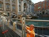 News: Un cantiere 'didattico' per restaurare la Fontana di Trevi - Parte il restauro innovativo del monumento grazie a pannelli trasparenti e un ponte panoramico che renderanno la fontana visibile da una prospettiva inedita