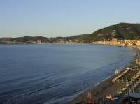Immobili: Immobili turistici al mare: i prezzi calano del 4,9% - Il ribasso stimola la domanda di prima e seconda casa e gli acquisti da parte di stranieri, secondo i dati raccolti dal Centro studi Tecnocasa in Italia, con un focus sulle isole