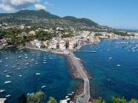 immobili: Immobiliare turistico: focus sulle case al mare del centro Italia e meridione -   Il ribasso dei prezzi analizzato dal Centro studi Tecnocasa. Il calo piu' forte e' a Ischia, dove i valori sono scesi dell'8,6%