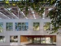 Green Building: Una scuola 'zero energia' nella prima cintura parigina -   L'Ecole Pierre Elie Ferrier sorge a Saint Ouen, futuro ecoquartiere. L'edificio sostenibile dotato di pannelli fotovoltaici ha prestazioni energetiche ottimali e rappresenta una best practice da emulare