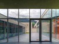 varie: Il vetro nell'edilizia scolastica: le linee guida per sicurezza e efficienza -   Presentate da Ancitel e Assovetro, trattano tutte le caratteristiche prestazionali del materiale, dall'assorbimento energetico all'isolamento acustico