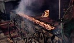edilizia: Odori del ristorante molesti per l'inquilino: il locatore e' responsabile?  -   In caso di immissioni nell'immobile in affitto, per la Cassazione il locatore non e' responsabile per vizi della cosa locata e l'inquilino d...