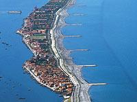 News: Venezia: Ue chiude procedura infrazione sul Mose - L'Unione europea archivia la procedura aperta per il Mose di Venezia, il sistema di dighe per proteggere la citt� dall'acqua alta.