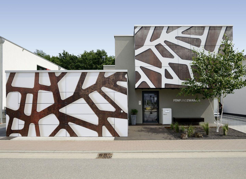 Una facciata grafica per 39 la casa delle giraffe - Facciata esterna casa ...