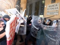 Indignati: proteste contro il debito davanti a Bankitalia